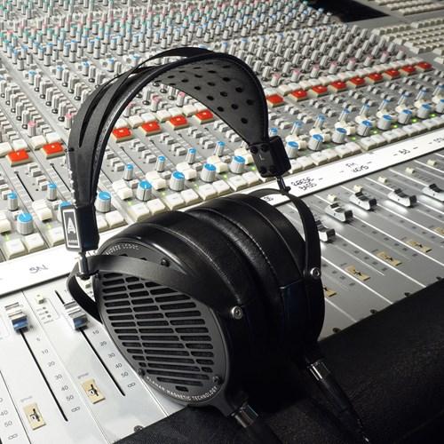 Audeze LCD-2 Classic Head-fi headset