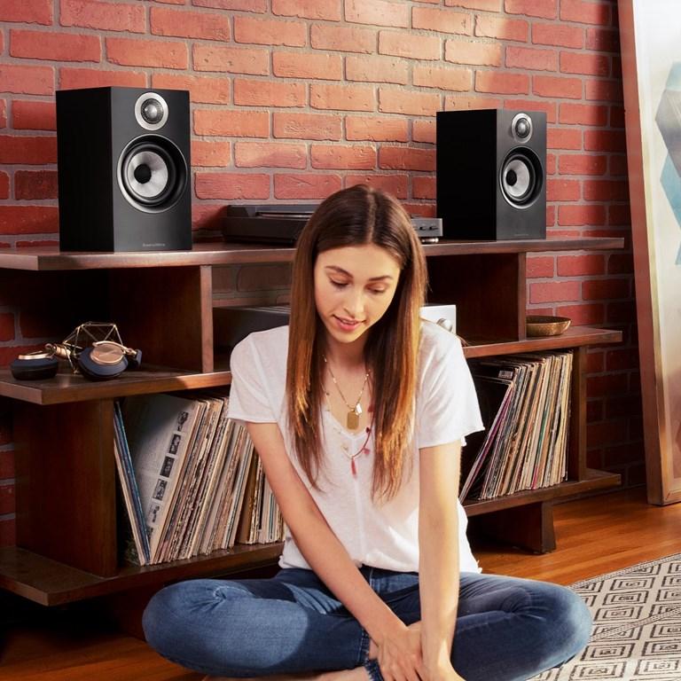 Bowers & Wilkins 607 Kompakt højtaler